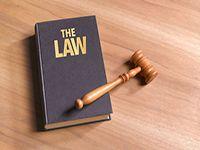 Những điều cần biết khi quyết định học trường luật